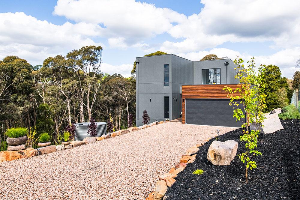 Project-Focus-Barwon-Daylesford-exterior-frontyard-garage